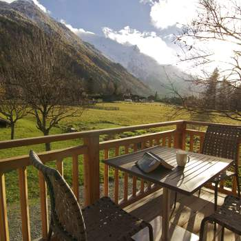 Spectacular chalet that accommodates 12 people in luxury and is within walking distance to Chamonix