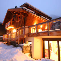 A special luxury chalet in the very centre of Chamonix, catering for 10 guests. Ideal for family or corporate booking.
