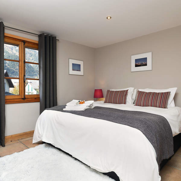 7 of the 11 bedrooms have zip and link beds to offer Twin or Double beds